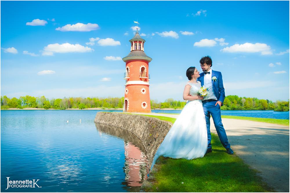 Leuchtturm von Moritzburg mit Brautpaar